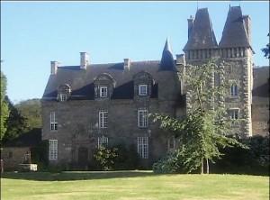 Schloß in Ploudaniel in der Bretagne